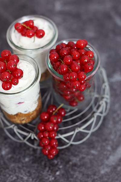 Rezept: Cheesecake im Glas mit frischen Johannisbeeren