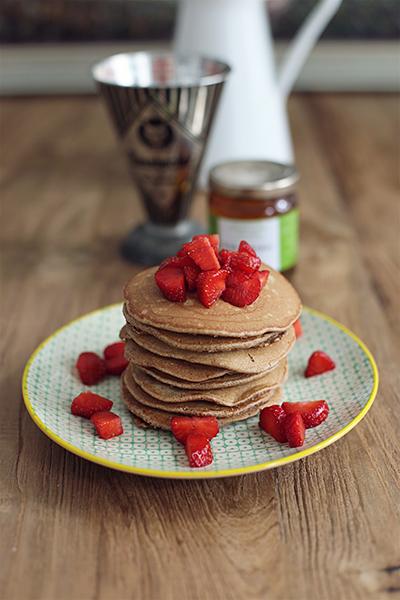 rezept_schokoladenpancakes_mit_erdbeeren_und_whiskeysauce_foodblog_acakeaday_02