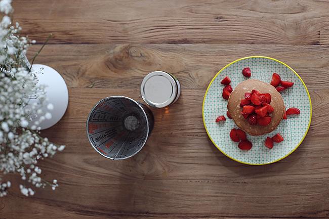 rezept_schokoladenpancakes_mit_erdbeeren_und_whiskeysauce_foodblog_acakeaday_03