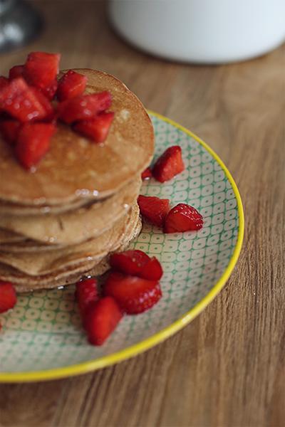 rezept_schokoladenpancakes_mit_erdbeeren_und_whiskeysauce_foodblog_acakeaday_05
