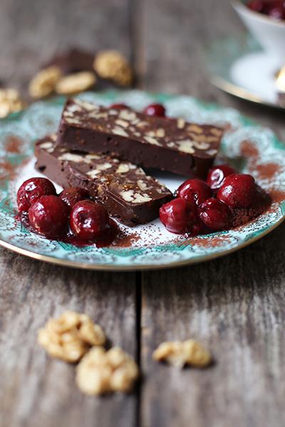 Rezept Dessert mit Schokolade Walnüssen Feigen und Vanillekirschen