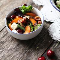 Rezept Sommersalat mit gegrillten Kirschen, Aprikosen, Feta und Haselnüsse