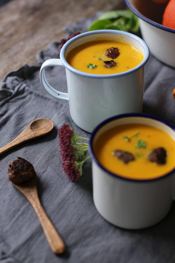Rezept Kürbis-Kokos-Suppe mit Hackbällchen